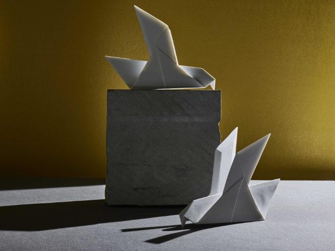 Nymphenburg Porzellan Figuren Neuzugang: Jetzt wurde der kantige und exotische Look der Origami-Friedenstauben auf Porzellan übertragen.Fotocredit: