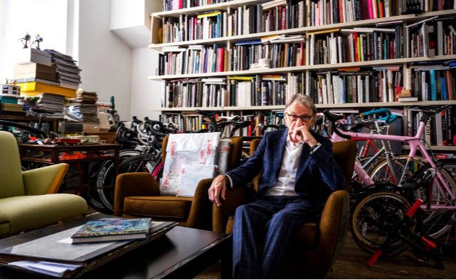 Designer Paul Smith in seiner Londoner Wohnung.