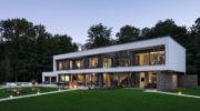 Fertighaus-Villa im Bauhaus-Stil: Kein Eigenheim von der Stange!