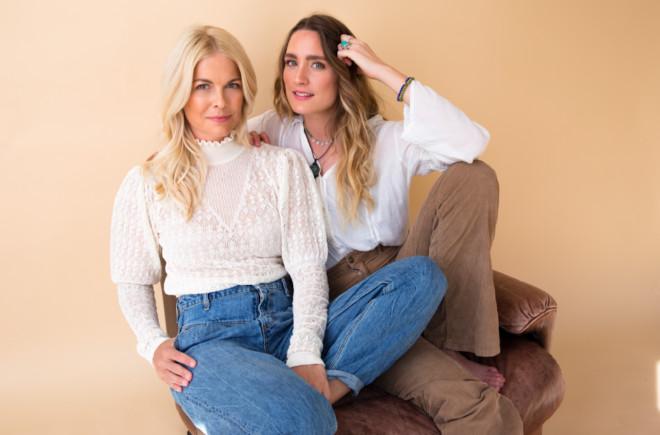 Tina Kaiser (li.) und Verena Ofarim machen ihre Passion zum Business. Ganz aktuell kann man bei ihnen Bergkristalle kaufen Fotocredit: Lovehealing