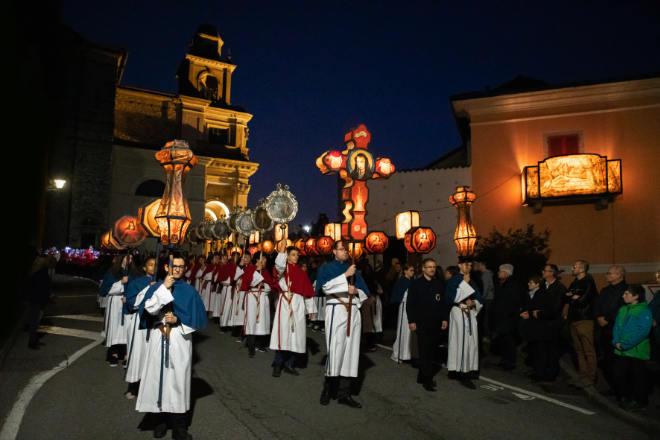 """Berühmtes Spektakel und uralte Schweizer Tradition – als """"Immaterielles Kulturerbe der Menschheit"""" führt die UNESCO seit Dezember 2019 die Osterprozessionen im Tessiner Mendrisiotto.Ticino Turismo/Fotograf Luca Crivelli"""