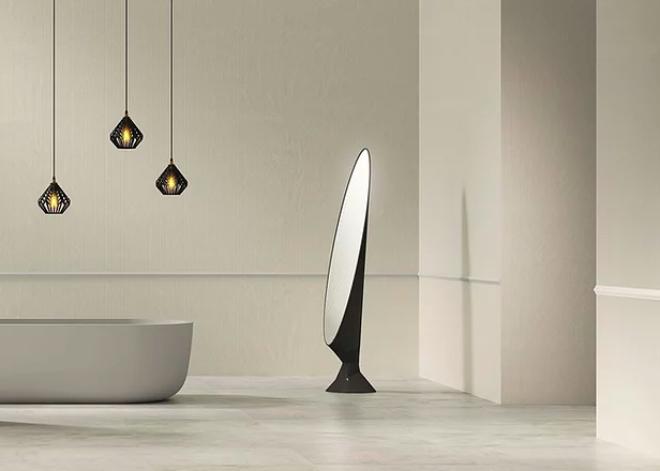Ein Spiegel als Kunstwerk: Dieser entstand durch eine Kollaboration mit dem Künstlerduo Rive Roshan. Fotocredit: Sandhelden