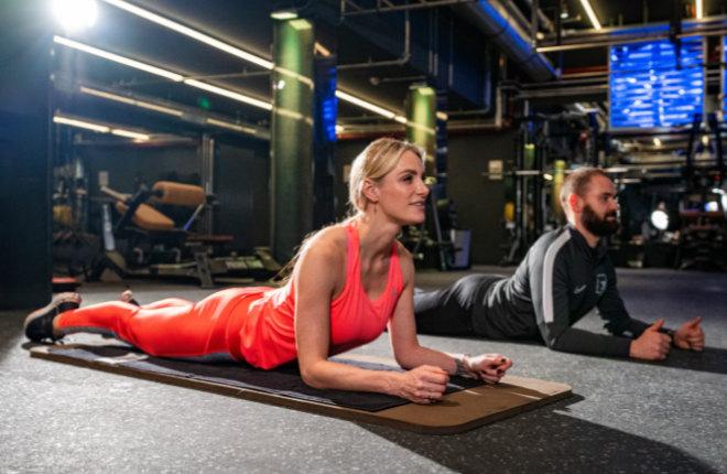 Prime Time Fitness Coach hat Sportmoderatorin Anna Kraft auch nach dem zweiten Kind Figur-fit gemacht! Fotocredit: Prime Time Fitness