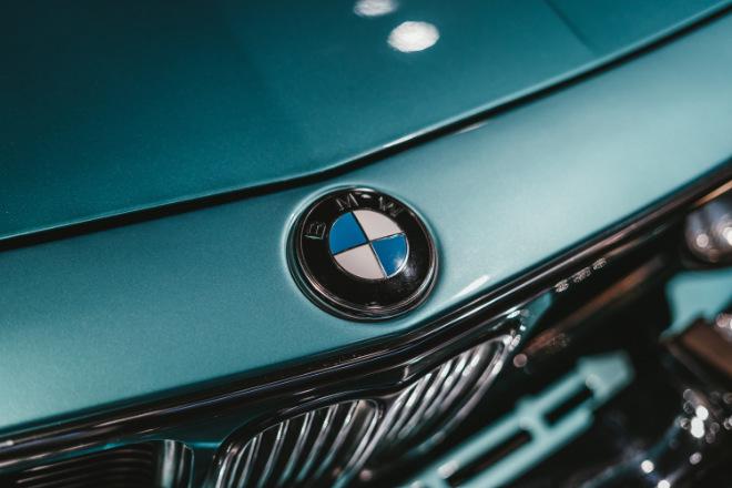 Jeder kennt das Logo von BMW