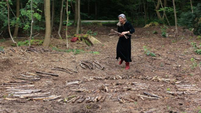 Eine Heilspirale aus Naturmaterial mitten im Wald - zum vierten Mal lädt Lore Galitz zum ökologischen Kunstprojekt SüdpART in den Sendlinger Wald. Foto: Lore Galitz