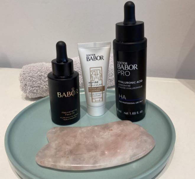 Mit dem Edelstein Gua Sha wird die Haut für die optimale Wirkung der Seren und Cremes der Profi-Hautpflegemarke BABOR vorbereitet!