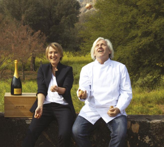 Krug Single Ingredient 2021: Julie Cavil (Krug Kellermeisterin) mit Sternekoch Bernhard Reiser, welcher ein 'Krug x Onion'-Menü kreierte.