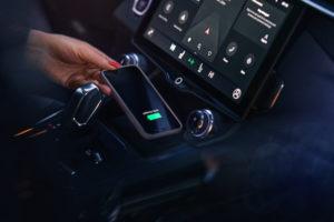 Lynk Wireless Charging selbstverständlich, Öffnung des Wagens auch via App möglich