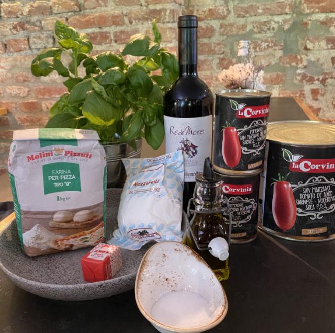 Die Zutaten für eine authentische Pizza Napoletana sind 'made in Italy': Mehl der Mehlmühlen Pizzuti, San Marzano-Tomaten der Firma La Corvinia und Mozzarella der Molkerei Mozzarè.