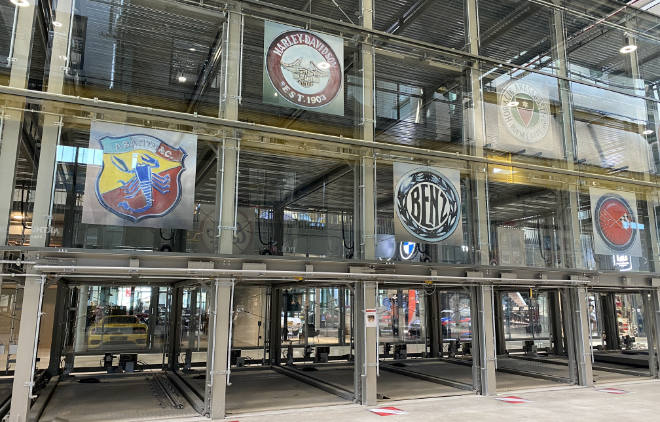 Motorworld München Glasgaragen