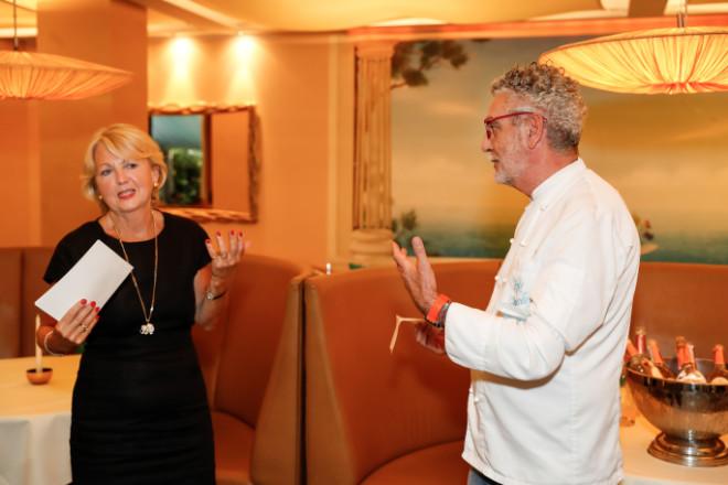 Journalistin Monika Kellermann entlockte Sternekoch Mario Gamba ein paar Küchengeheimnisse. Fotocredit: Petra Schneider