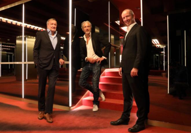 Marcel Wanders (Mitte) gemeinsam mit Florian Randlkofer von Dallmayr im Restaurant 'Ludwig Zwei'