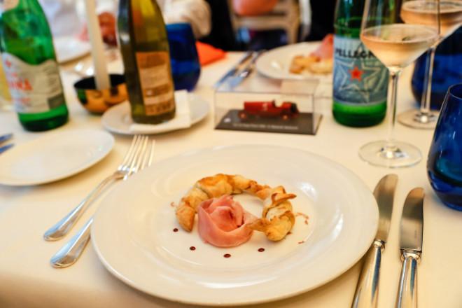 True Italian Taste Gang No. 1: Zartes Blätterteighörnchen gefüllt mit Pilzen und köstlichem Rovagnati Gran Biscotto verfeinert mit Balsamico-Tropfen. Fotocredit: Petra Schneider