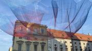 Kunstinstallation am Odeonsplatz: 'Earthtime 1.26 Munich' von Janet Echelman