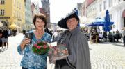 Janina Hartwig in neuer Rolle als Stadtführerin in Landshut